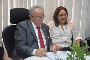 Luciano Bispo assina contrato com a Fundação Carlos Chagas- FCC