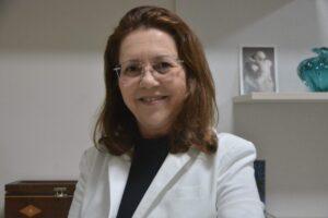 Dr. Carmen Luiza - Ginecologista